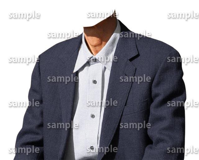 男性シニア紺色スーツ斜め