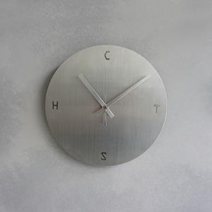時計:ステンレスヘアライン