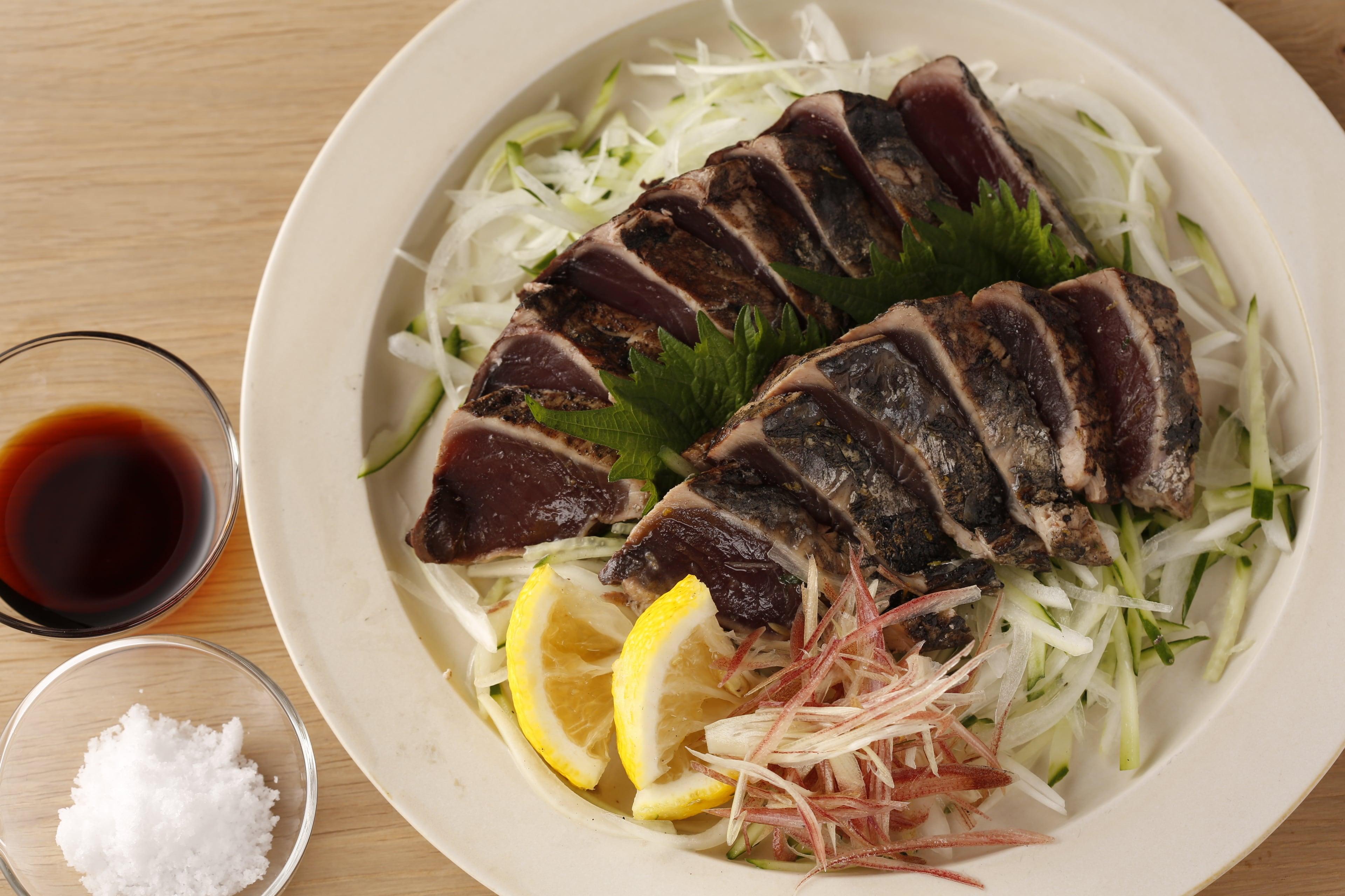 完全藁焼きカツオ(4節)※室戸海洋深層水塩+たたきのタレ付き
