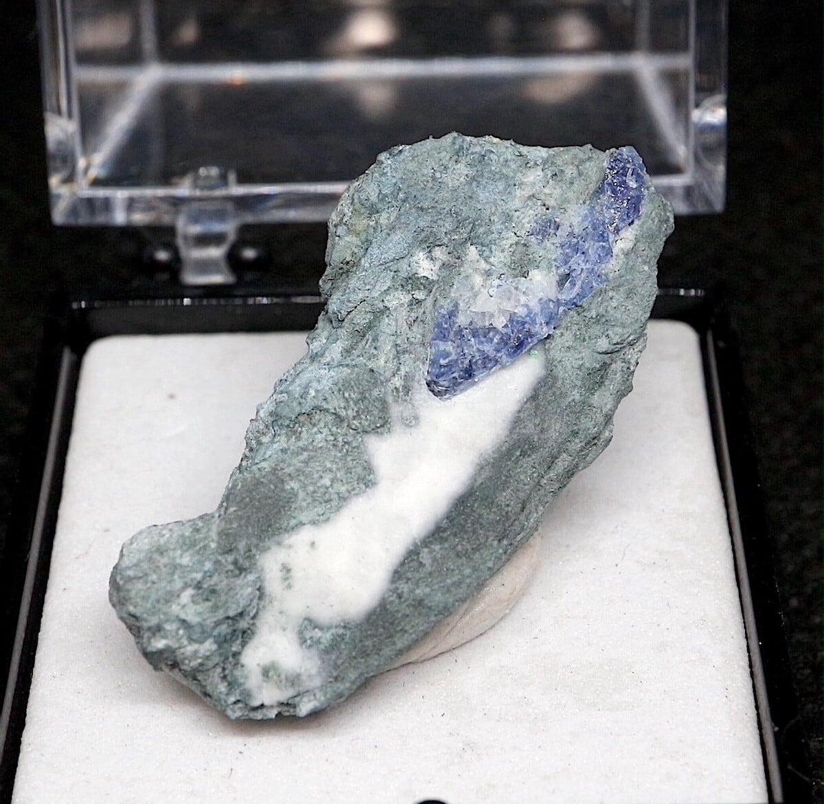 ベニトアイト ベニト石   ケース入り BN088  鉱物 天然石 パワーストーン 原石 標本