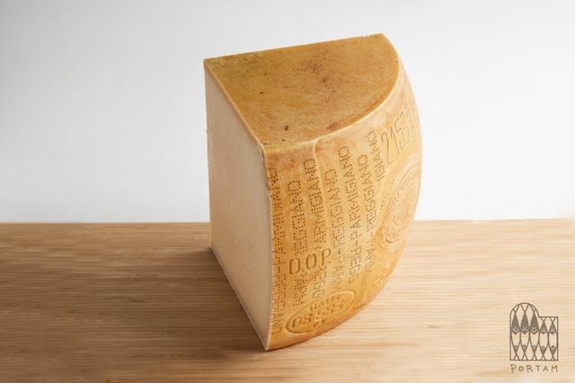 パルミジャーノ・レッジャーノ24ヶ月熟成 Parmigiano Reggiano D.O.P. 24M