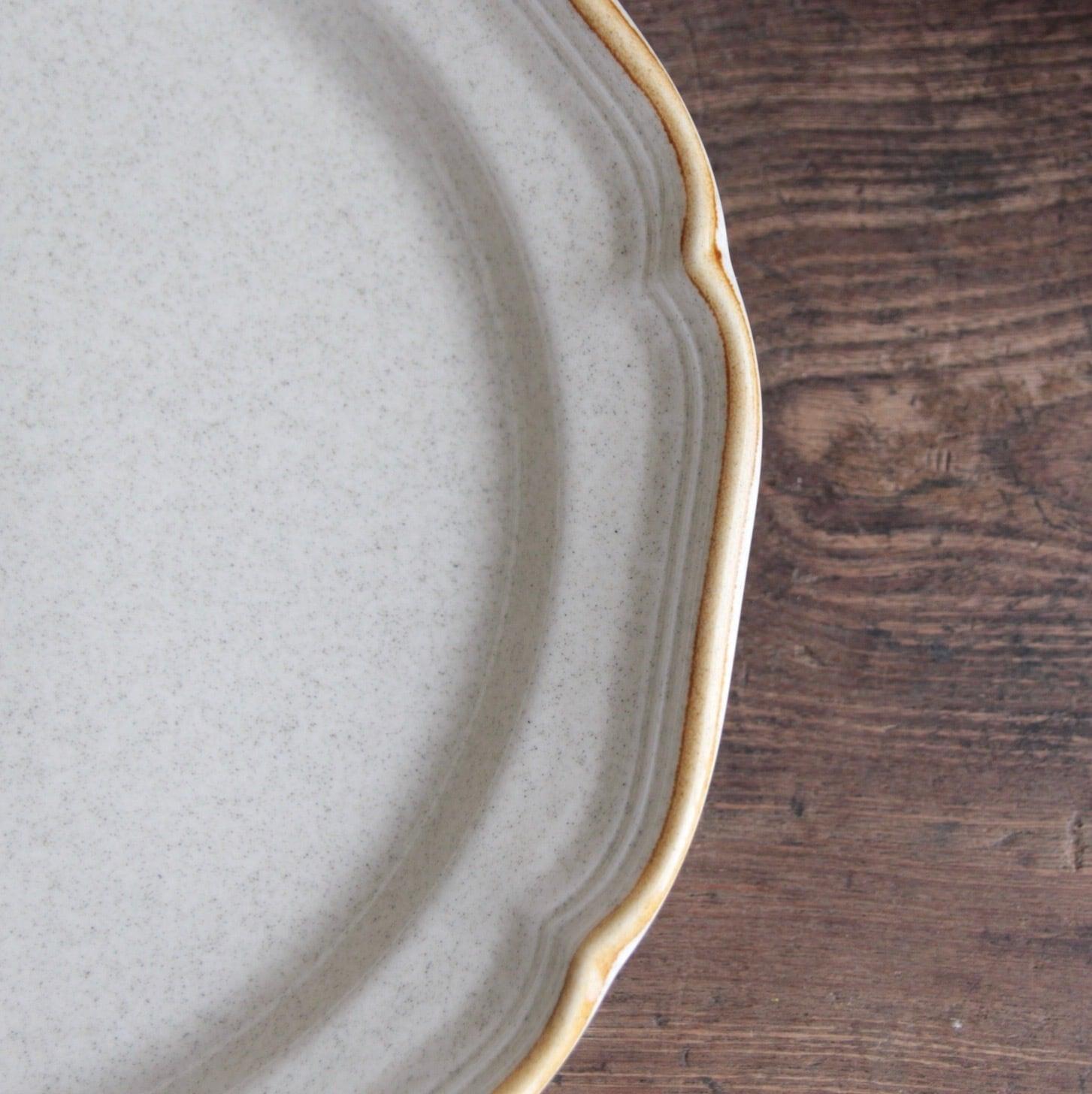 ミカサ ストーンウェア フリルのディナー皿 在庫3枚