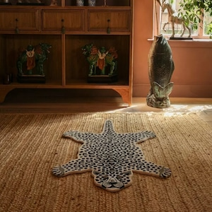 Snowy Leopard Rug Large