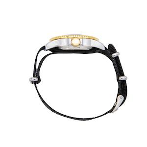 おしゃれ&タフなソ-ラ-腕時計 SS06BK