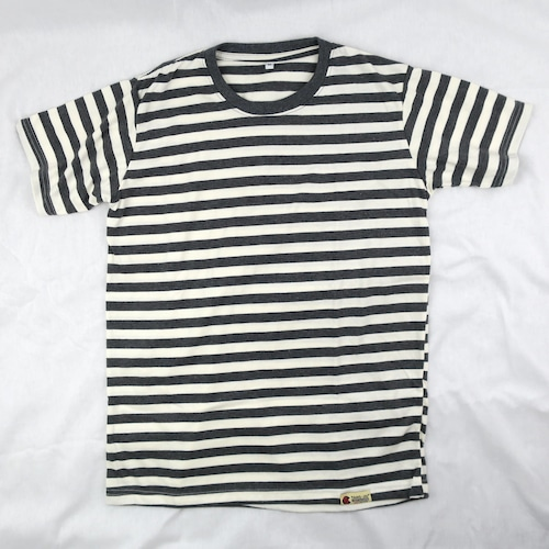 シンプル・イズ・ベスト グレーのボーダー柄 Tシャツ