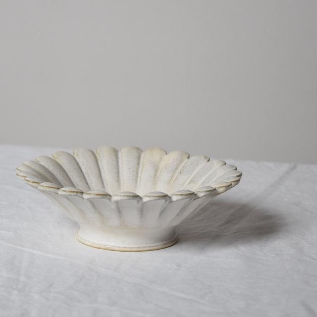 瀬川辰馬 Tatsuma Segawa   チタン白 輪花鉢