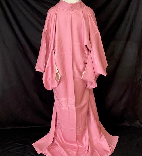〈古典模様の色無地着物〉SALE ピンク系 織り出し 色無地 和装 はんなり たおやか