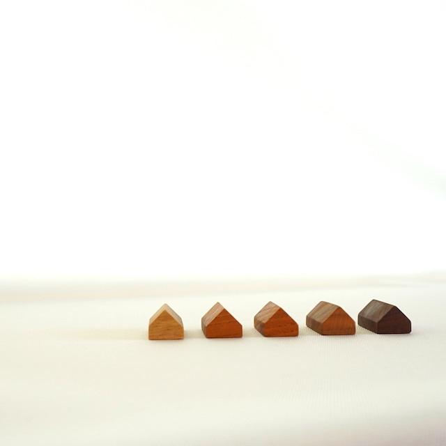 並べたくなるかわいさ。amber 家型箸置き