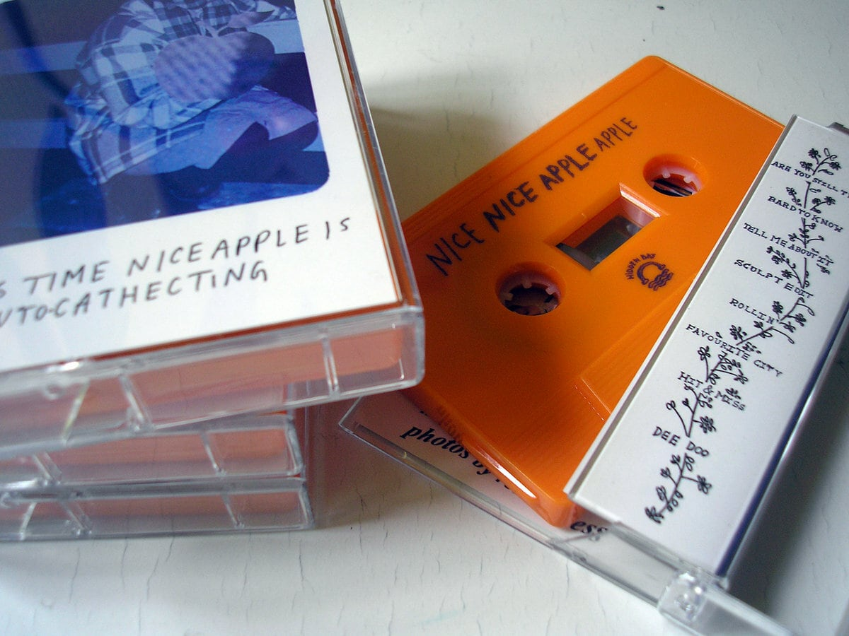 Nice Apple / This time Nice Apple is auto-cathecting(70 Ltd Cassette)