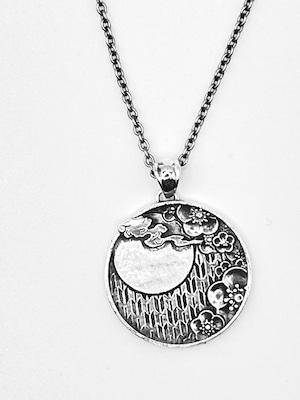 月夜ノ梅花ペンダント(Plum blossoms on a Tsukiyo pendant)