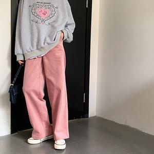 ピンクコーディロイパンツ&プリントトレーナーコーデ