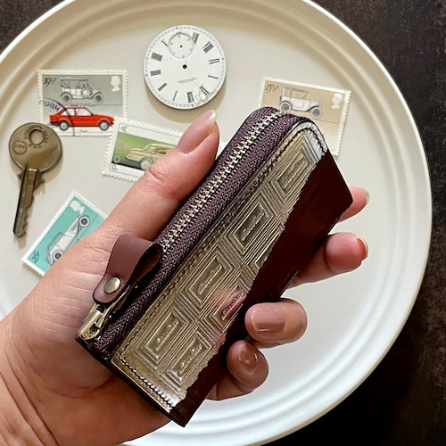革のチョコ・ファスナー式キーケース スイート(銀の包み紙)