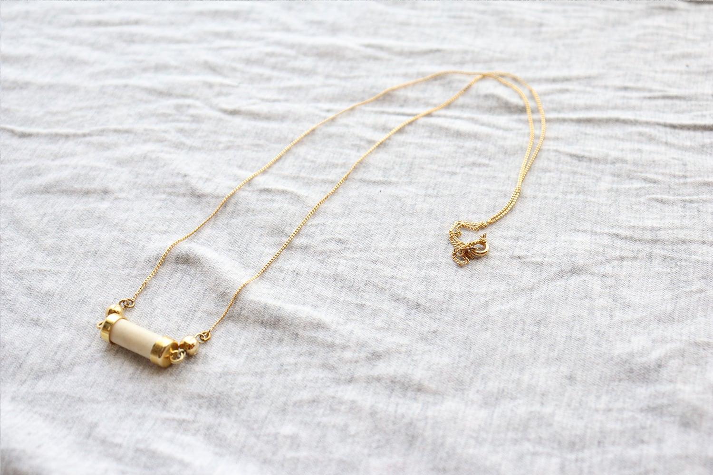 アイボリー×ゴールドのネックレス