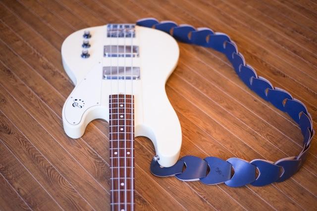 folklore / Greysh Blue 【ウロコのようなギターストラップ 】