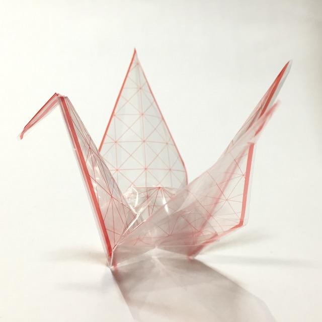 鶴を折ると不思議な幾何学模様の鶴