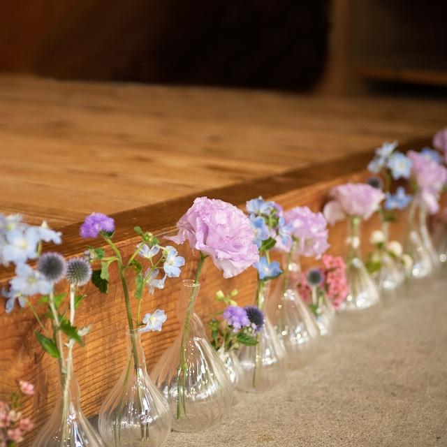 ③ミニガラスベースディスプレイ11000円【be京都×フラワーデザイナー ―作品展のためのお祝い装花】
