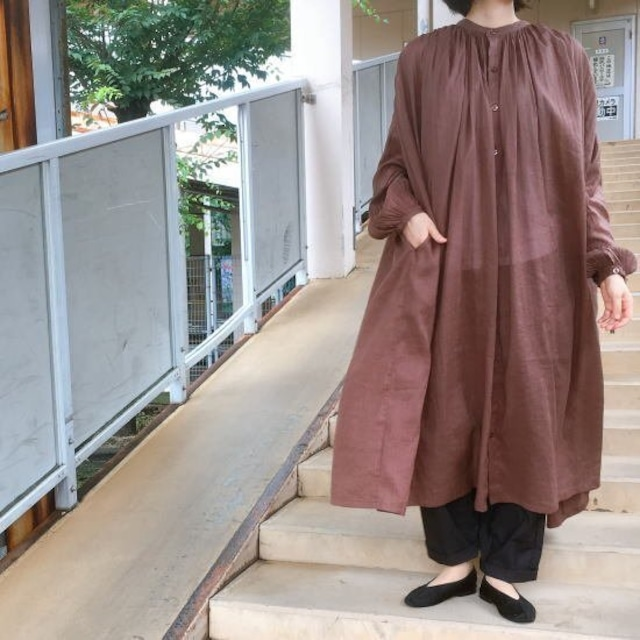 ICHI (イチ) ボリュームピンタックシャツワンピース ブラウン