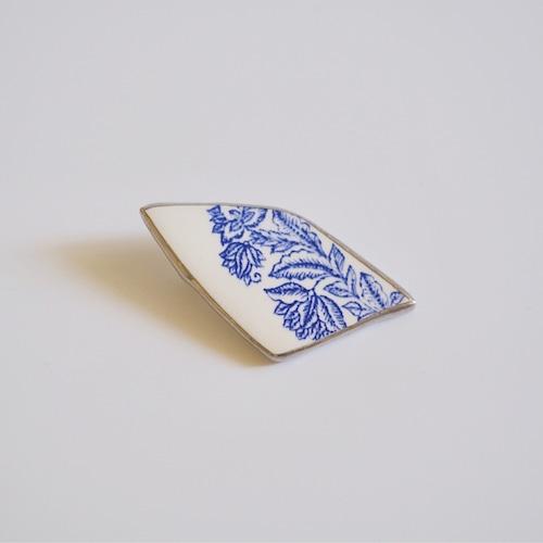 アンティーク陶器のブローチ
