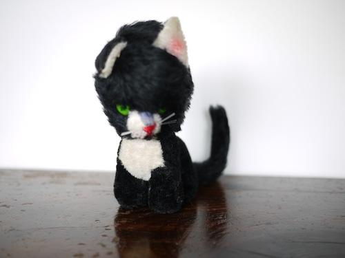 黒猫のぬいぐるみ 緑の目 ハチワレ 東欧ヴィンテージ