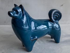 青い陶器の犬