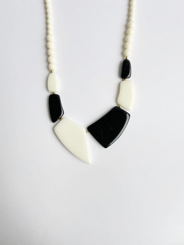 VINTAGE GEOMETRIC monotone necklace
