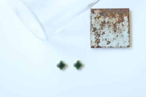 371  popolo(ぽぽろ)伝統文化品美濃焼多治見タイルピアス 四つ葉シリーズ  ※証明書つき