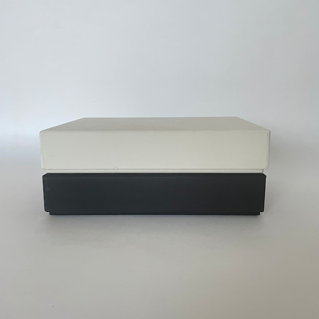 ハタノワタル   A5 サイズ  紙箱