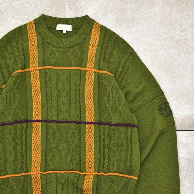 Embossing jacquard design pullover knit