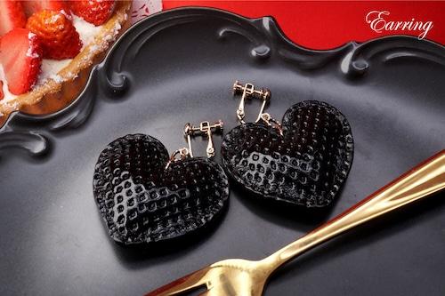 ハート型黒いちごイヤリング(牛革製)
