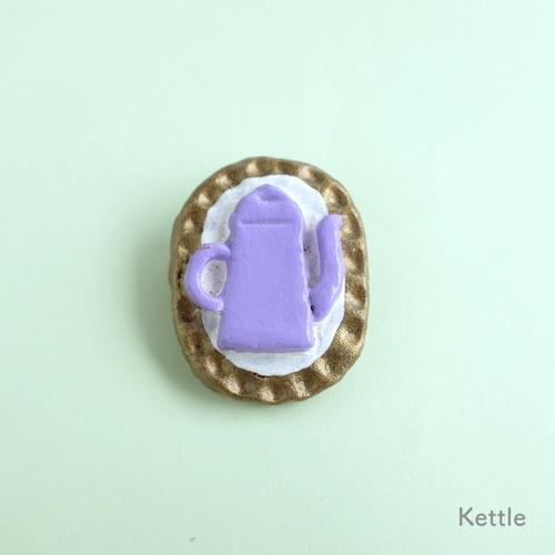 【ひろせべに】ブローチ「Kettle」