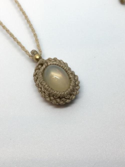 sativa マクラメネックレス Moon stone