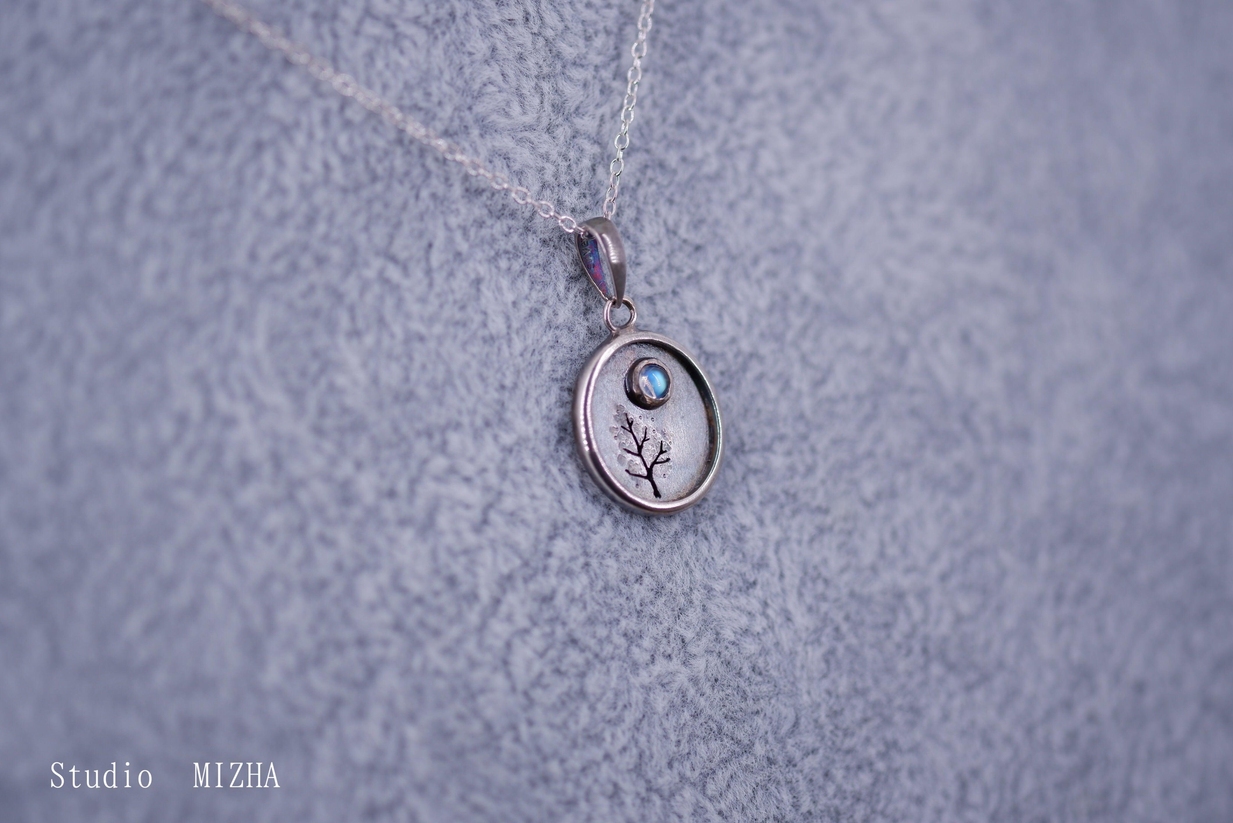 木立と月のペンダント(金工の首飾りmp21a10)