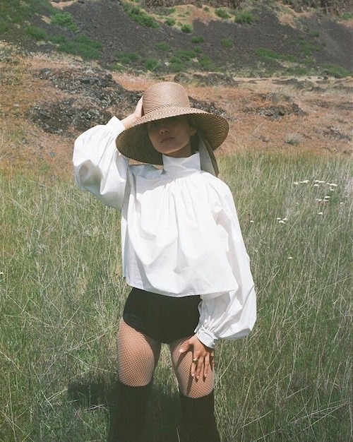 Bouffant sleeve shirts/ cotton white