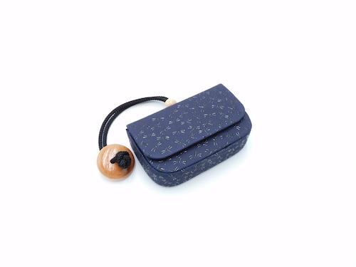 煙草入れ(箱型)叺 紺/黒 トンボ柄