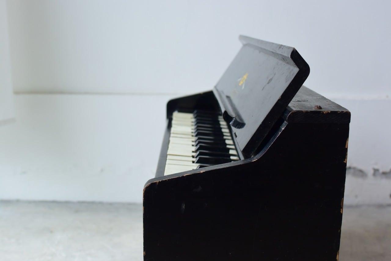 小さなトイピアノ