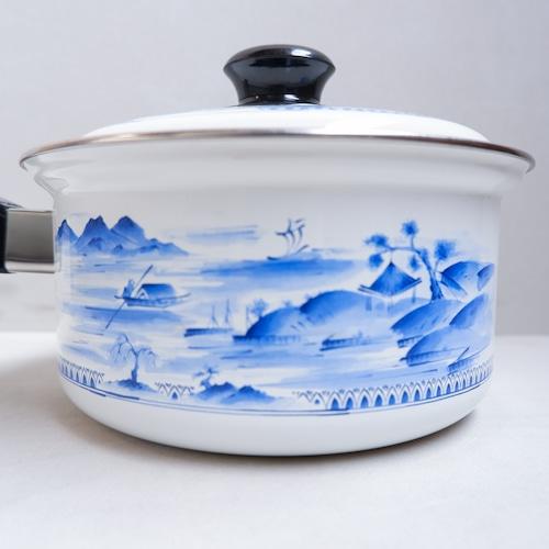 青い和柄のホーロー鍋