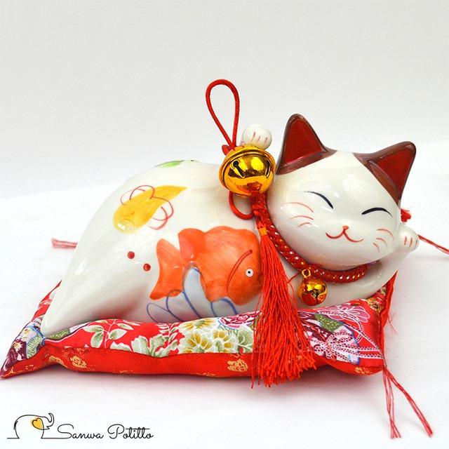 ねころび招き猫 Q18147 高さ11cm ホワイト 白 両手 笑い猫 置物 金運アップ 開運招福 商売繁盛 千客万来 長寿