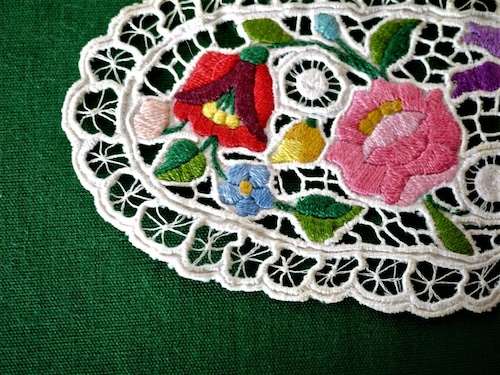 カロチャのレースマット 花瓶敷き  ハンガリー刺繍 リシュリュー
