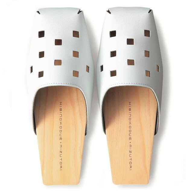 【受注生産】ひびのこづえ + mizutori ひのきの履き物 パンチング・角 / ホワイト 室内用