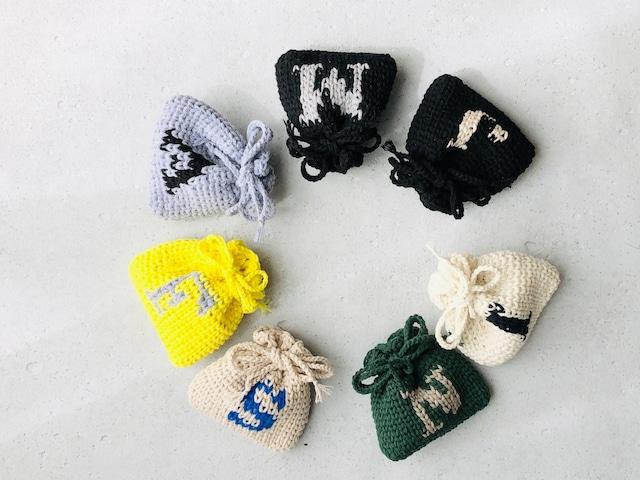 楽しい!かぎ針の編み込み模様『アルファベットのがまぐちポーチ&ミニ巾着』 by doliminue/ドリミーヌ
