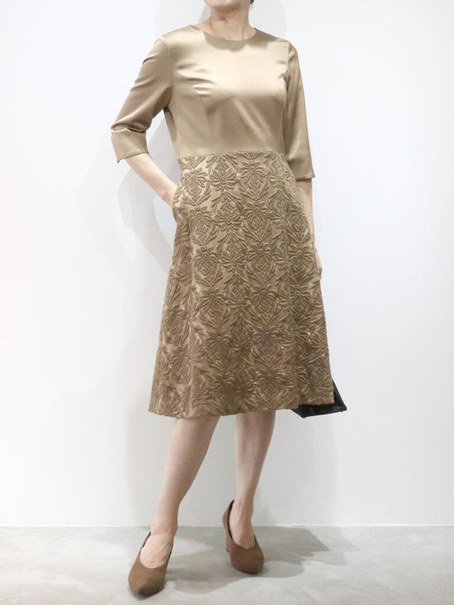 ウールサテン刺繍切替ワンピース