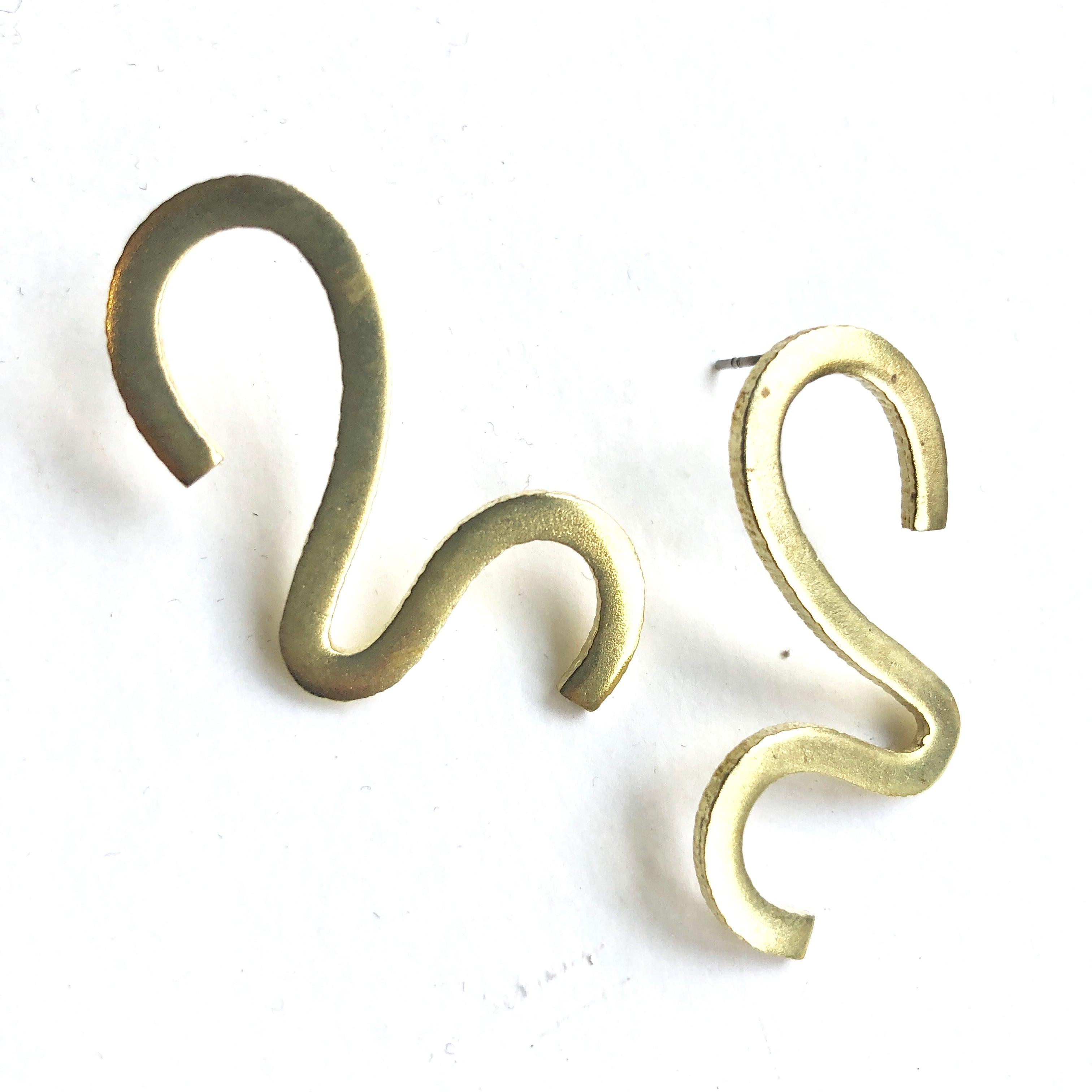 S shape pierced earrings B-003