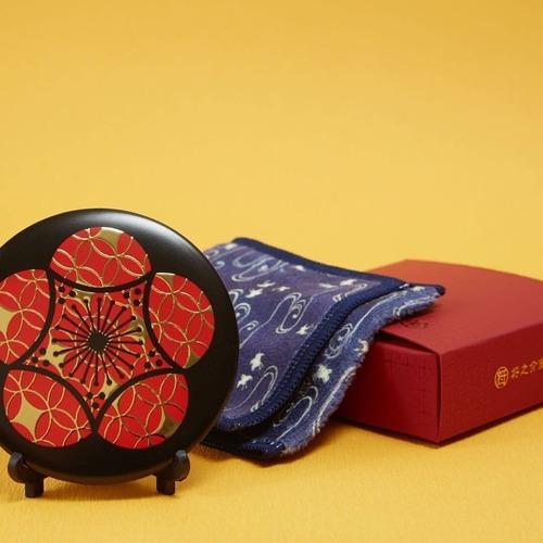 【手鏡】和柄レトロ/浮き出し和紋手鏡《七宝に梅紋》