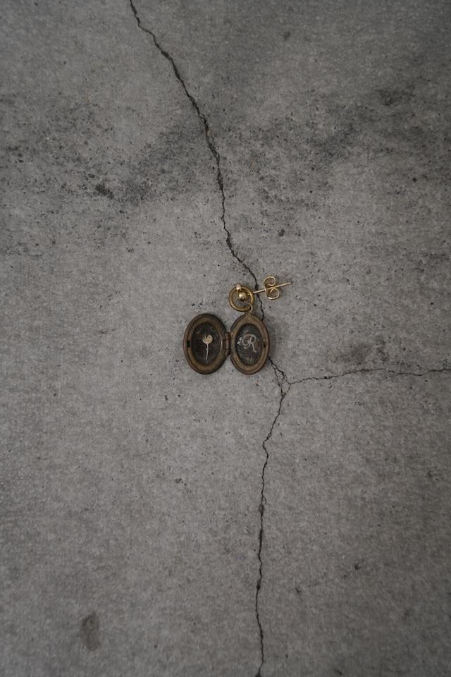 """Addiction  vintage parts pierce  initial """"R"""" Flower"""