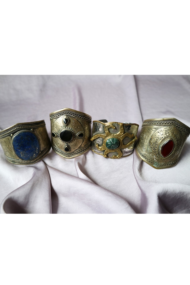 Oriental vintage bangle