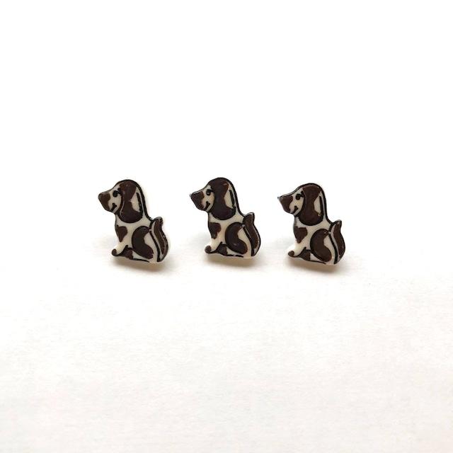 〈再入荷〉茶色いブチ模様の小さな犬のフランスボタン