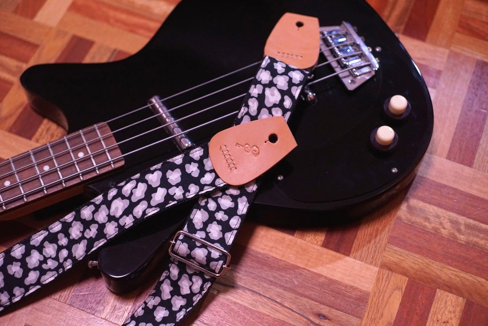 "Largo / Black flowers【""頼りになる""ギターストラップ】"