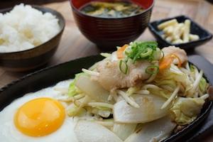 【とり安食堂】体に優しい野菜炒め弁当 味噌汁・お漬物付