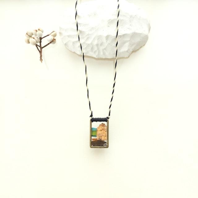 大理石のネックレス (椰子の実の旅)
