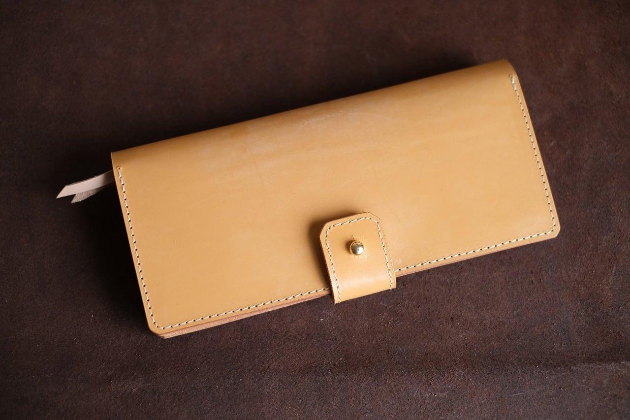 キャメルのブライドルレザーを使った長財布